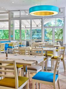 A restaurant or other place to eat at PrimaSol Ralitsa Superior Aquaclub Hotel