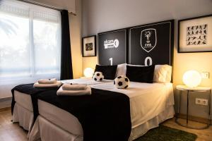 A bed or beds in a room at Alcam Futbol