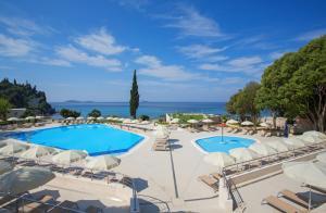 Het zwembad bij of vlak bij Hotel Astarea