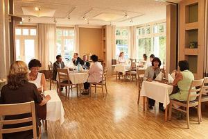 Ein Restaurant oder anderes Speiselokal in der Unterkunft Kochsberg
