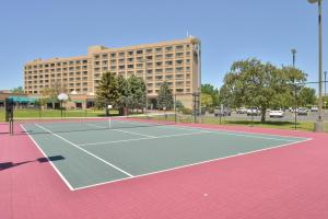 Tennis and/or squash facilities at DoubleTree by Hilton Grand Junction or nearby