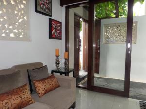 Area tempat duduk di The Pavilion Hotel Kuta