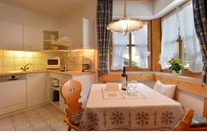 Kuhinja oz. manjša kuhinja v nastanitvi Haus Gaisberger