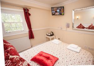 Кровать или кровати в номере Classic Hyde Park Hotel