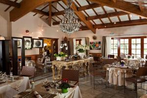 A restaurant or other place to eat at Hostellerie du Val de Sault