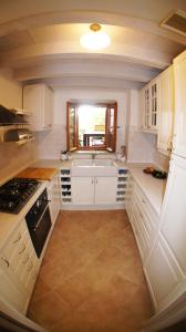 A kitchen or kitchenette at Holiday home Villa Vanya