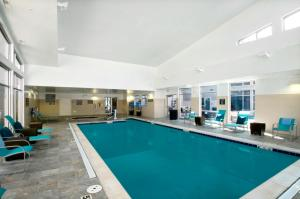 The swimming pool at or close to Residence Inn Denver Cherry Creek