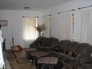 A seating area at Elitza Villa