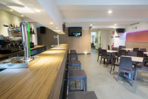 Un restaurante o sitio para comer en Hotel Rural Auñamendi