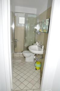 Ένα μπάνιο στο Handakas Studios