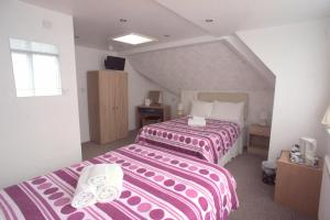 A bed or beds in a room at Morrisy House