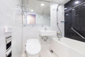 A bathroom at Tokyu Stay Shimbashi