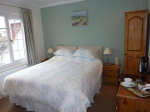 A bed or beds in a room at Leverton House