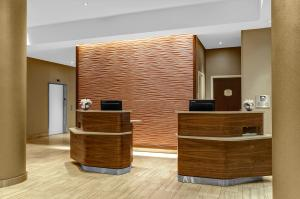 The lobby or reception area at Courtyard New York Manhattan/Upper East Side
