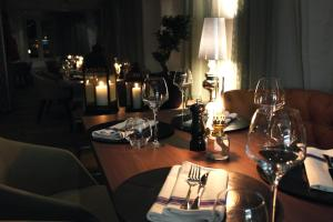 A restaurant or other place to eat at Clarion Hotel Admiral