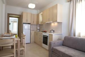 A kitchen or kitchenette at Savinos Rooms