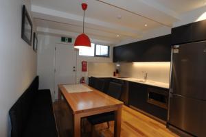 A kitchen or kitchenette at Warrina 12