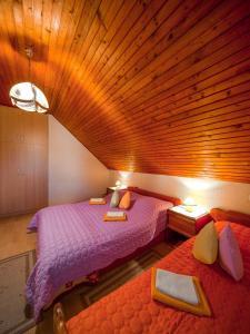 Postel nebo postele na pokoji v ubytování Apartments Jug