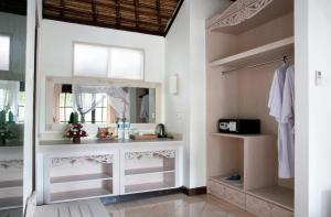 A kitchen or kitchenette at Ubud Dedari Villas