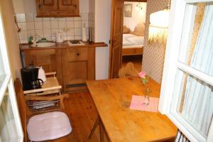 Küche/Küchenzeile in der Unterkunft Zum alten Häusla