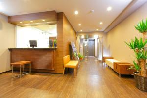 Area lobi atau resepsionis di HOTEL MYSTAYS Ueno Iriyaguchi