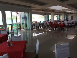 A restaurant or other place to eat at Hadthong Hotel