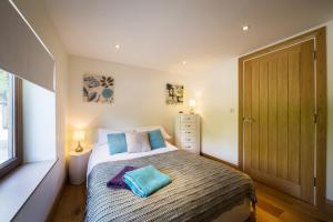 A bed or beds in a room at Ashbrook Lets Apartments