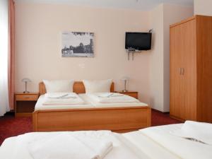 Ein Bett oder Betten in einem Zimmer der Unterkunft Hotel Bonverde (Wannsee-Hof)