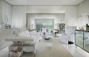 A seating area at SLS Hotel, a Luxury Collection Hotel, Beverly Hills