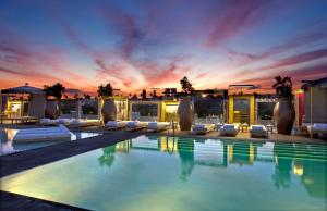 The swimming pool at or close to SLS Hotel, a Luxury Collection Hotel, Beverly Hills