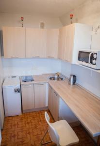 Кухня или мини-кухня в Flation Апартаменты Динамо
