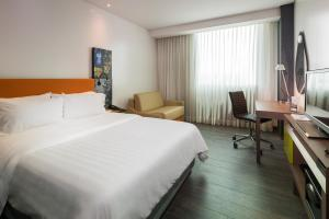 A bed or beds in a room at Hampton by Hilton Barranquilla