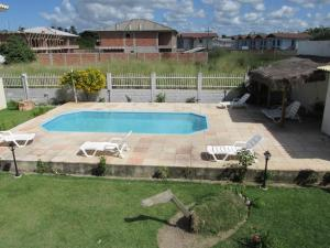 Uma vista da piscina em Il Pevero Flats ou nos arredores
