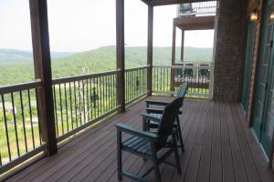 Балкон или терраса в Cliffs Resort Table Rock Lake