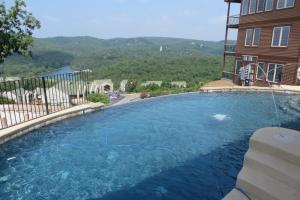 Бассейн в Cliffs Resort Table Rock Lake или поблизости