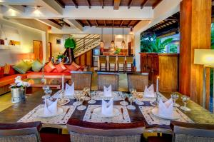 A restaurant or other place to eat at Hevea Villas