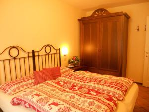 A bed or beds in a room at Residence Villa Avisio