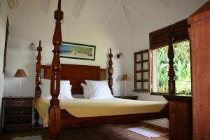 A bed or beds in a room at Les Cycas