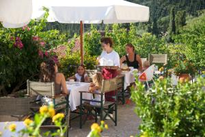 A restaurant or other place to eat at Agnantia Bed & Breakfast