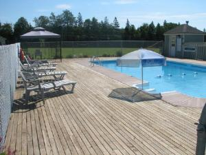 The swimming pool at or close to Brudenell Fairway Chalets