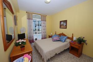 A bed or beds in a room at Hostal Azahara