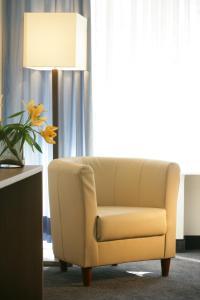 A seating area at Hotel Senator München