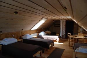 Voodi või voodid majutusasutuse Avinurme Hostel toas