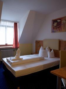 Ein Bett oder Betten in einem Zimmer der Unterkunft Hotel Hembacher Hof