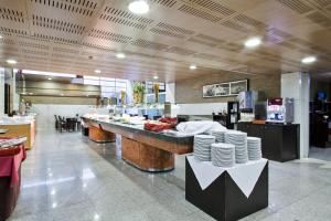 A restaurant or other place to eat at Hotel Best Andorra Center