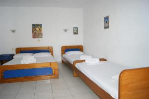 A bed or beds in a room at Papahristos Rooms