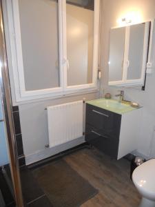Salle de bains dans l'établissement Gîte d'Airaines