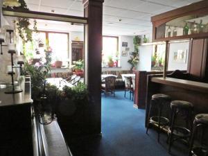 Ein Restaurant oder anderes Speiselokal in der Unterkunft Hotel Roseneck