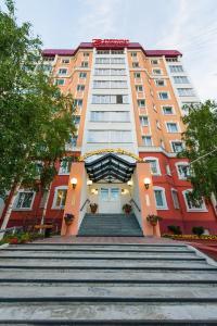 The facade or entrance of Hotel Venice