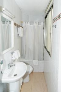 Ein Badezimmer in der Unterkunft Pension Gala